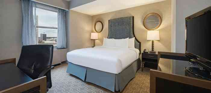 Hilton Milwaukee King Room